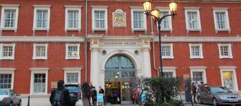 Vacanze Studio a Londra: L'ingresso principale del college