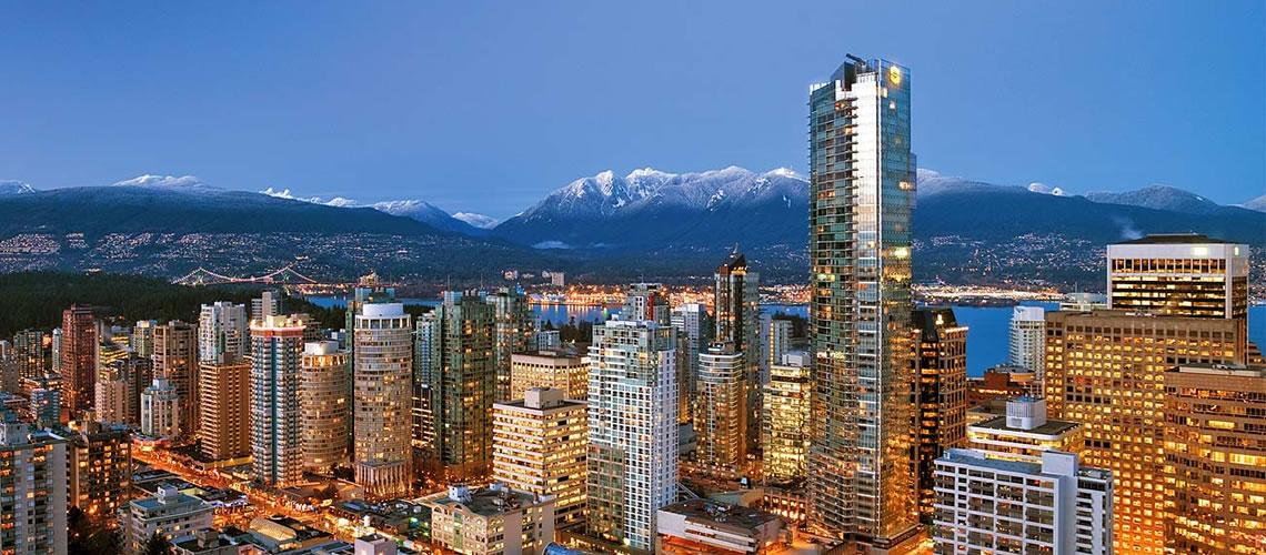 Panorama notturno della baia di Vancouver