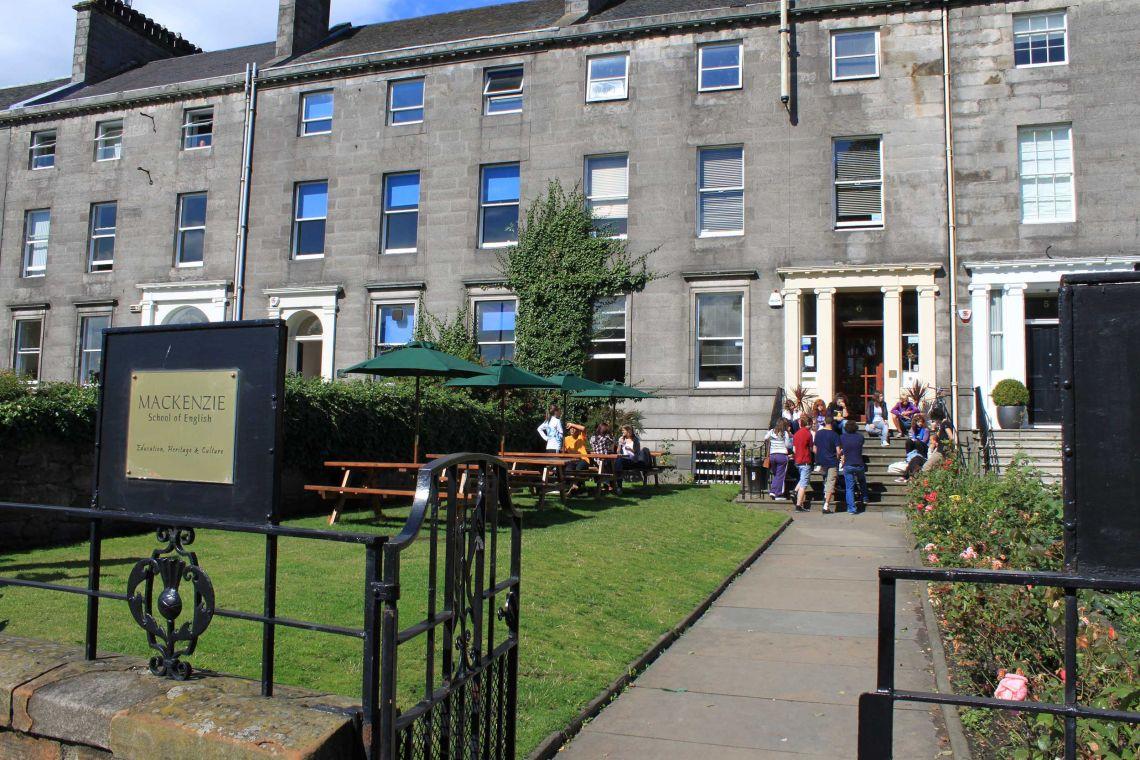 ingresso della scuola di Edimburgo