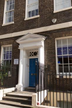 Ingresso della scuola di Covent Garden