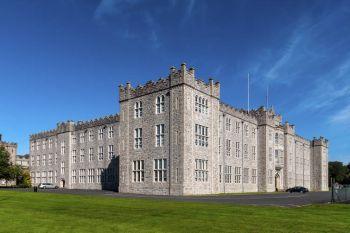 L'edificio principale del College