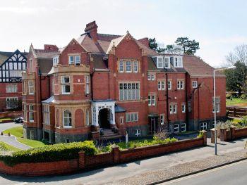 Earlscliffe college