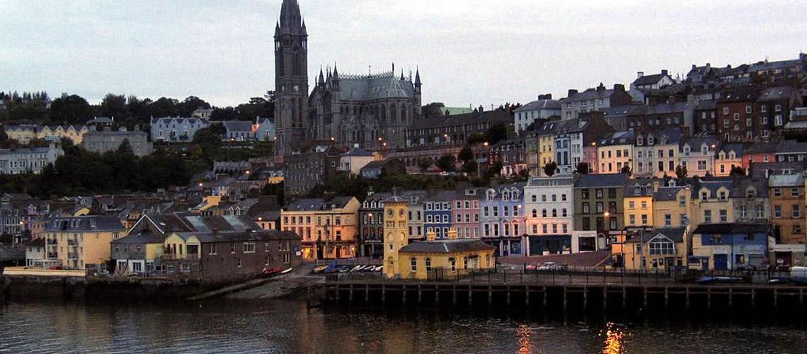 Una veduta notturna di Cork